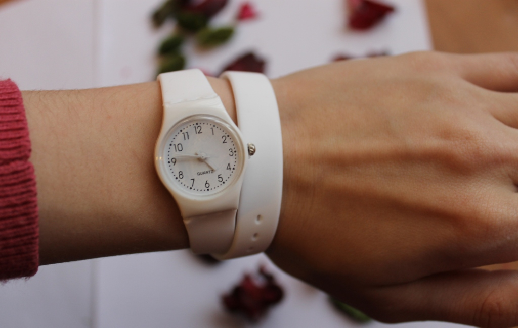 Товары. Часы Swatch с длинным ремешком (белые). часы Swatch