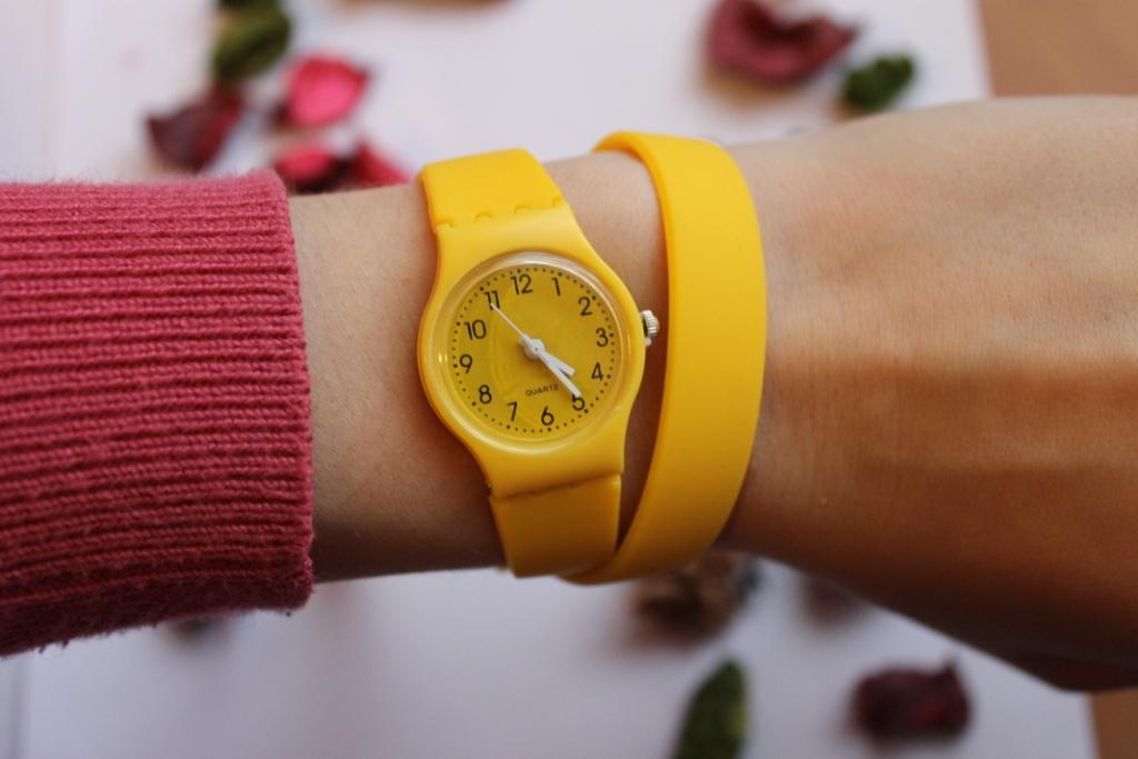 Товары. Часы Swatch с длинным ремешком (желтые). часы Swatch
